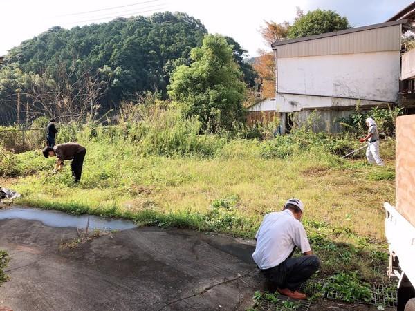 草刈りと地縄張りをしました!